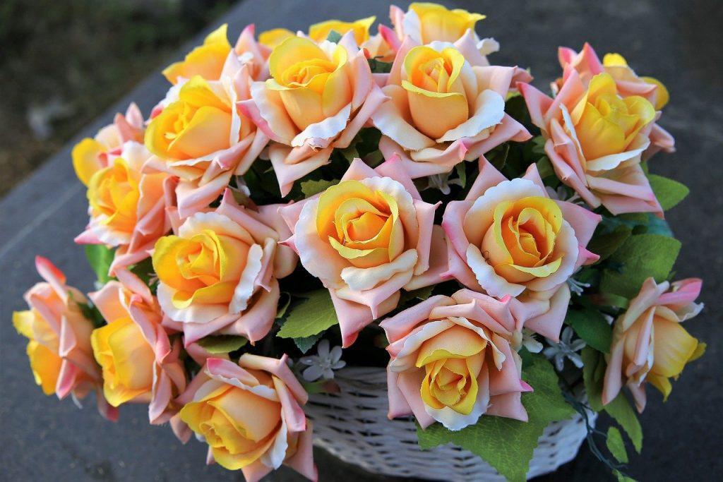 benefits of artificial roses, flowers, flower arrangement